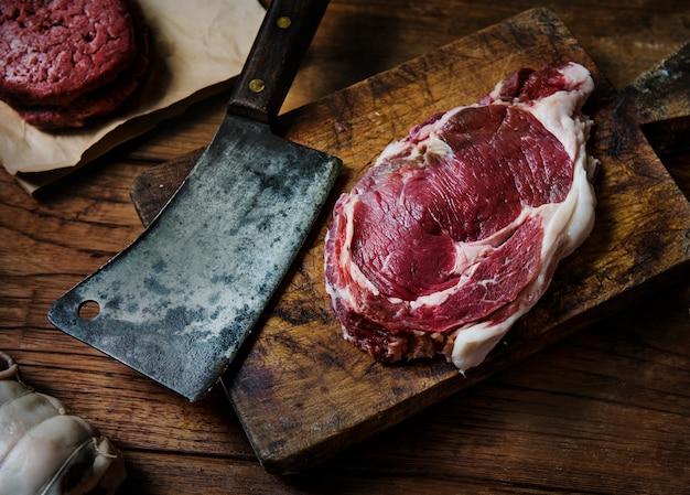 Schnitte der frischen rindfleischsteaklebensmittelphotographie-rezeptidee