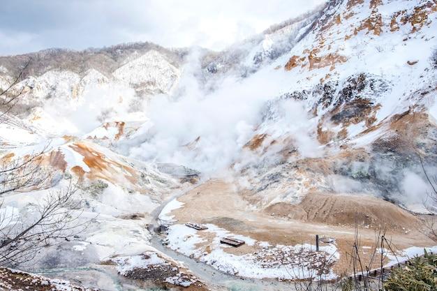 Schön bei noboribetsu jigokudani oder hell valley im winter, hokkaido, japan