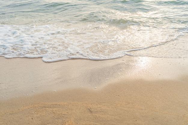 Schön sanft am strand winken