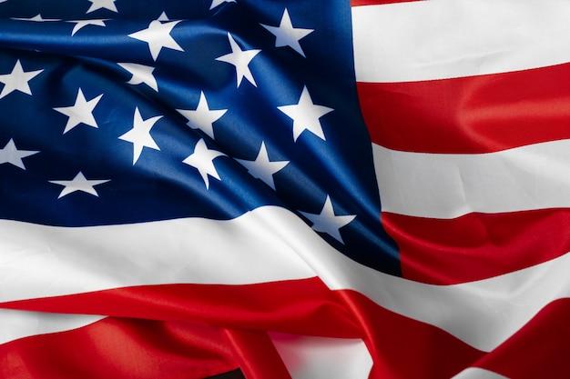 Schön wehender stern und gestreifte amerikanische flagge