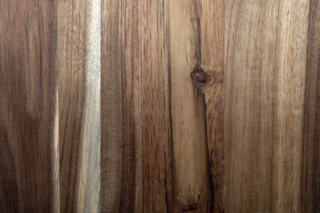 Schöne akazienholzbeschaffenheit. rustikaler look mit adern, knoten und kopierraum.