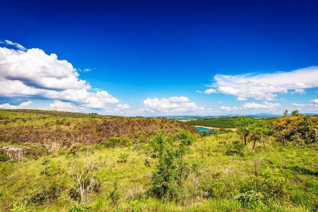 Schöne ansicht von furnas-schluchten, capiltolio - minas gerais, brasilien