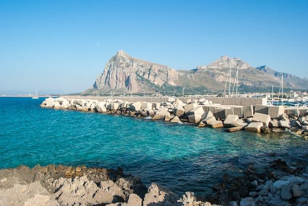 Schöne ansicht von stadt sans vito lo capo in sizilien