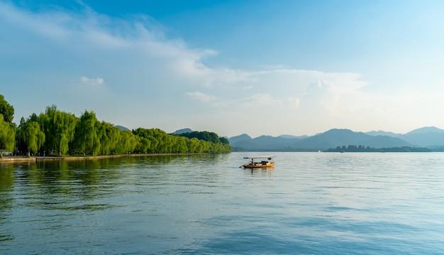 Schöne architektonische landschaft und landschaft des westsees in hangzhou