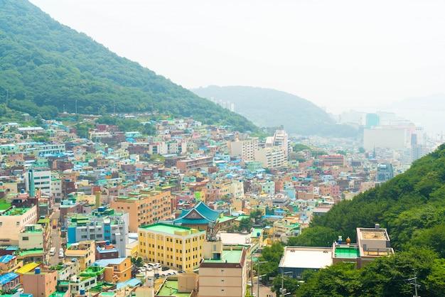 Schöne architektur am gamcheon-kultur-dorf in busan