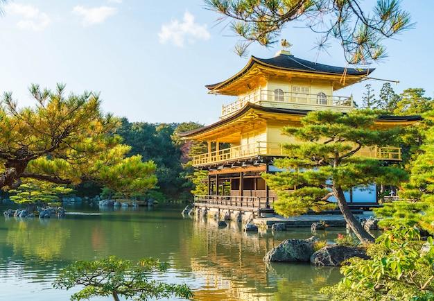 Schöne architektur am kinkakuji-tempel (der goldene pavillon) in kyoto.