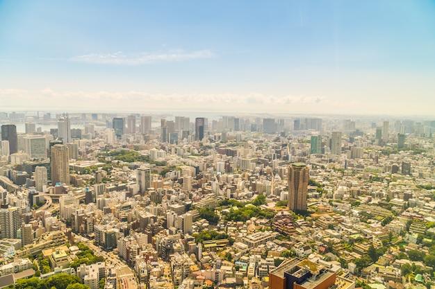 Schöne architektur, die tokyo-stadt mit tokyo-turm errichtet