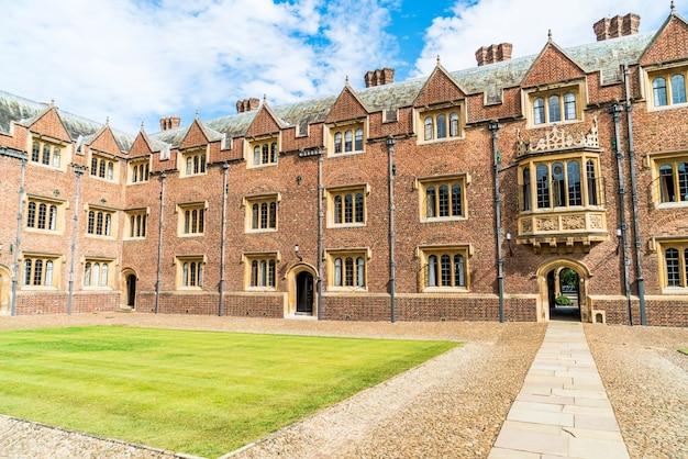 Schöne architektur st. john's college in cambridge, großbritannien.