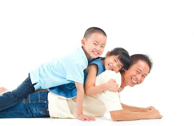 Schöne asiatische familie