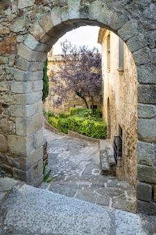 Schöne aufnahme einer mittelalterlichen stadt pals