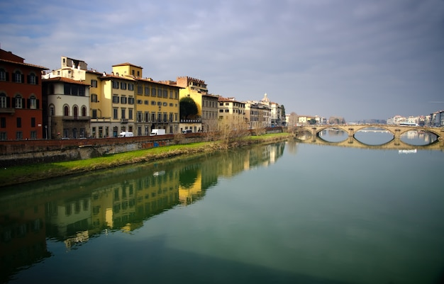 Schöne aufnahme von ponte vecchio, florenz, italien