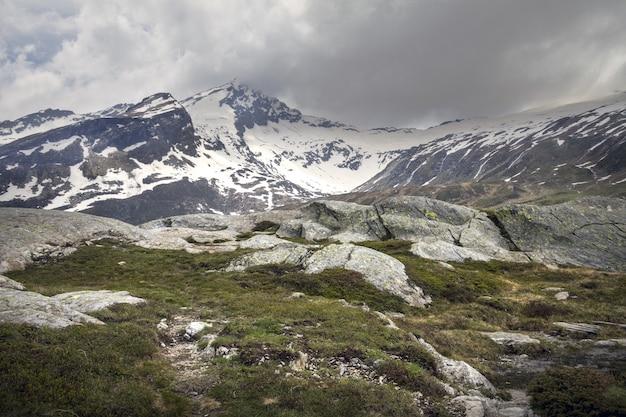 Schöne aufnahme von san bernardino, svizzera