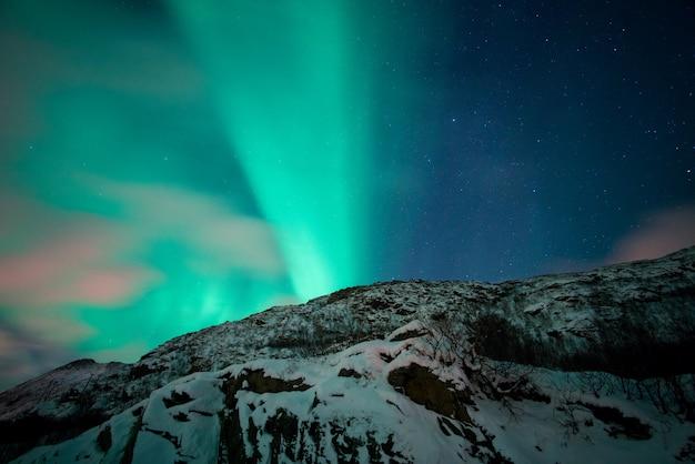 Schöne aurora borealis nordlichter