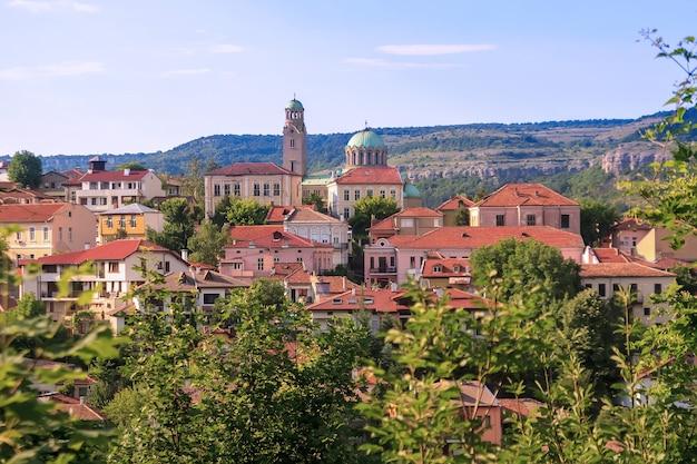 Schöne aussicht auf bulgariens antike stadt veliko tarnovo