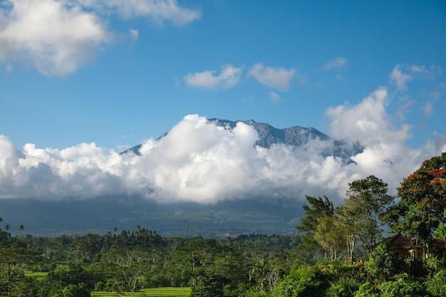 Schöne aussicht auf den berg agung. bali, indonesien.