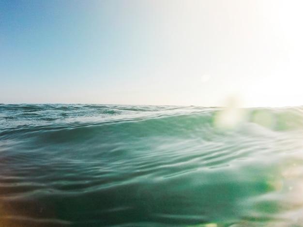 Schöne aussicht auf den blauen ozean