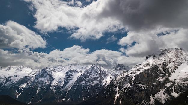 Schöne aussicht auf die berge