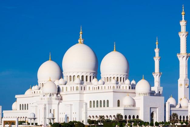 Schöne aussicht auf die berühmte sheikh zayed grand mosque, vereinigte arabische emirate