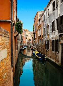 Schöne aussicht auf die brücke über venezianischen