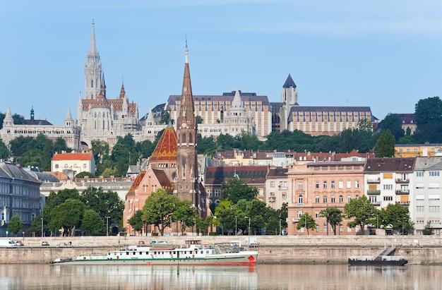 Schöne aussicht auf die stadt budapest am morgen.