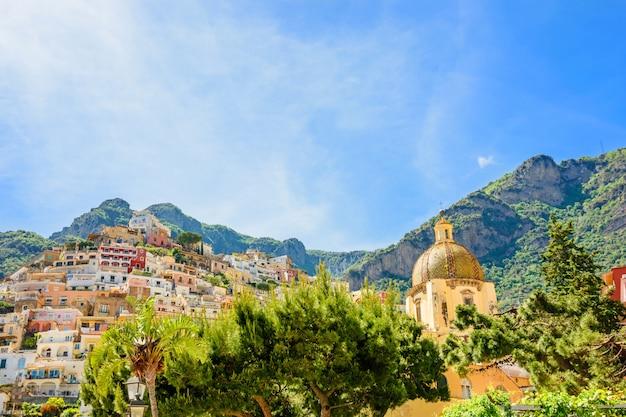 Schöne aussicht auf die stadt positano an der amalfiküste, kampanien, italien