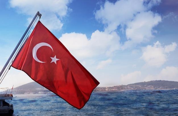 Schöne aussicht auf die stadt vom bosporus golf in der türkei istanbul