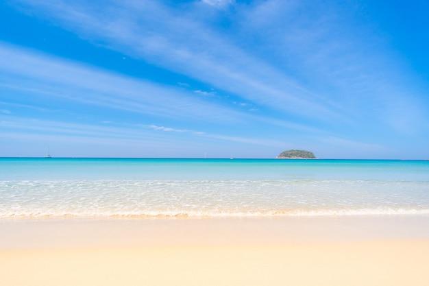 Schöne aussicht auf paradiesischen strand