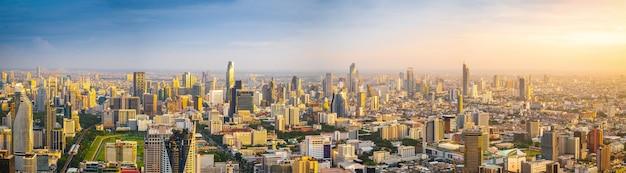 Schöne bangkok-stadt, vogelperspektive auf modernen neubauten
