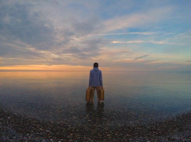 Schöne batumi, sonnenuntergang am strand.