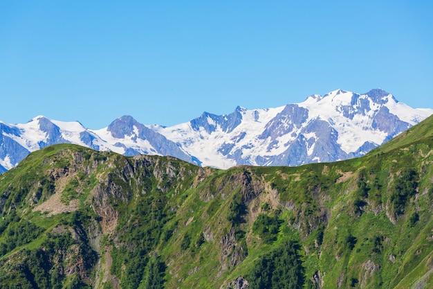Schöne berglandschaft von swanetien, georgia.