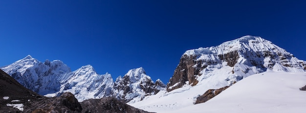 Schöne berglandschaften in cordillera huayhuash, peru, südamerika