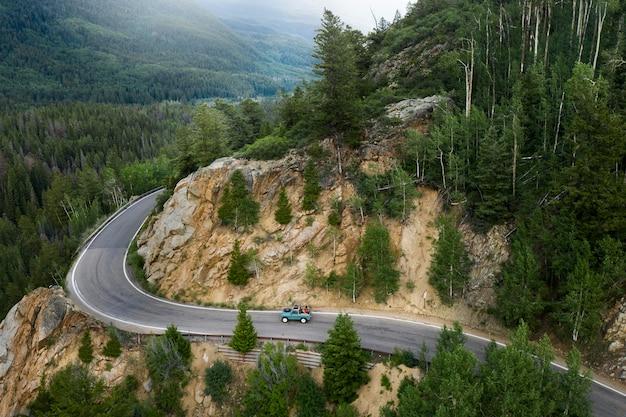 Schöne bergstraßenlandschaft