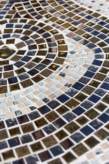 Schöne beschaffenheit des bunten mosaiks bei wat pha sorn kaew in phetchabun-provinz, thailand