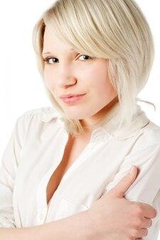 Schöne blonde teenager-mädchen auf weiß