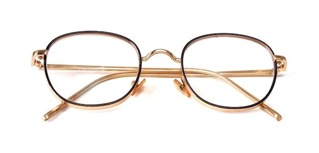 Schöne brille auf weißem hintergrund