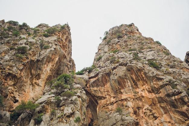 Schöne bucht strand türkis meer berge, cala sa calobra. mallorca. balearen. spanien.