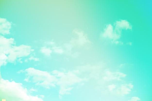 Schöne bunte wolken- und himmelpastellfarbe. hintergrund für design