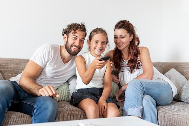Schöne familie, die spaß hat