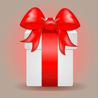 Schöne festliche geschenkbox mit rotem satinband auf hellem hintergrund mit farbverlauf. urlaubskonzept.