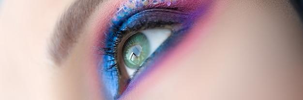 Schöne frau mit make-up-nahaufnahme-makrofoto