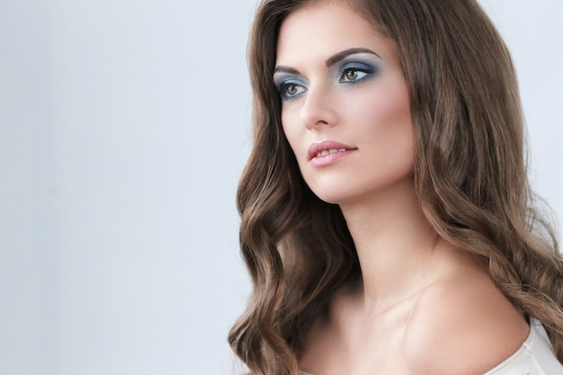 Schöne frau mit make-up