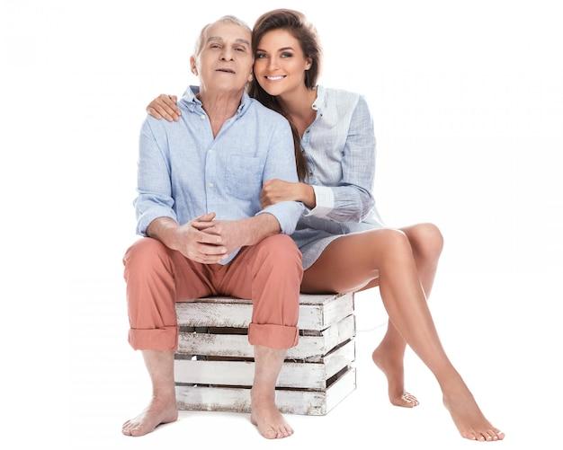 Schöne frau und ihr älterer vater