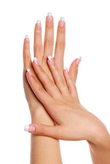 Schöne frauenhand. fingernagel.