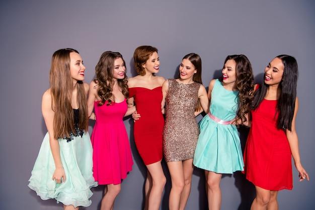 Schöne freundinnen verbringen zeit miteinander