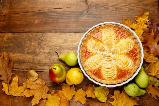 Schöne frische bio-birnenkuchen
