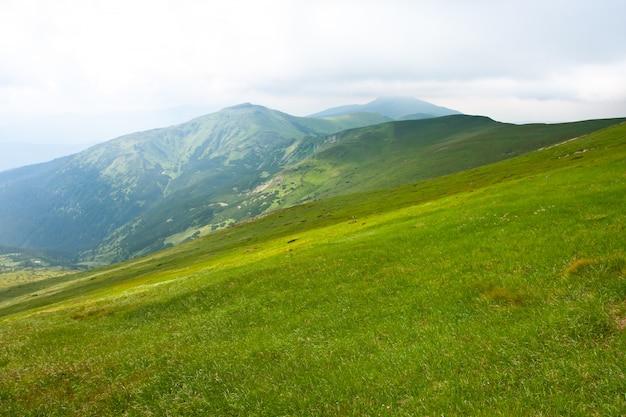 Schöne gebirgslandschaft