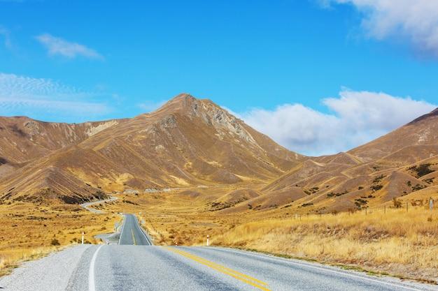 Schöne gebirgsstraße zum lindis pass, neuseeland
