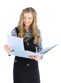 Schöne geschäftsfrau mit berichten über die arbeit. isoliert auf weißem hintergrund.