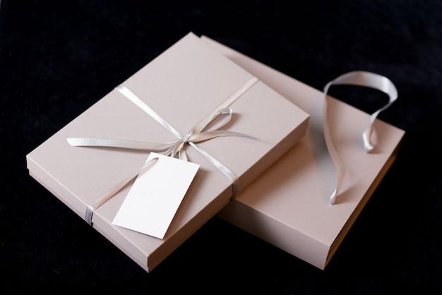 Schöne geschenkverpackung in betttönen