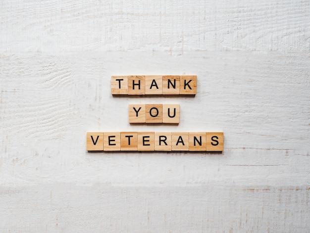 Schöne grußkarte am veteranen-tag. ansicht von oben.